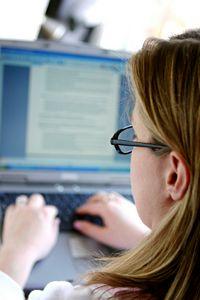 copywriter working online