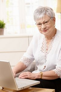 senior working online
